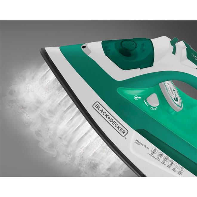 Ferro a Vapor Black & Decker AJ3030 com Spray